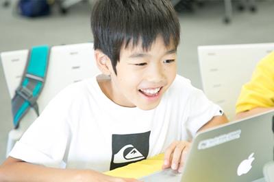 ゲームを作成しながらプログラミングを学べるのでお子様は継続して、楽しく学習できます。